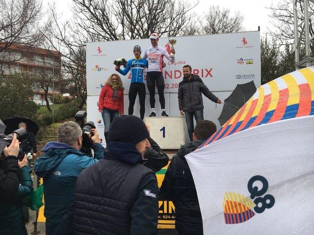 Lukas Schlemmer (l.) freute sich über den zweiten Platz beim Saisonauftakt in Kroatien.