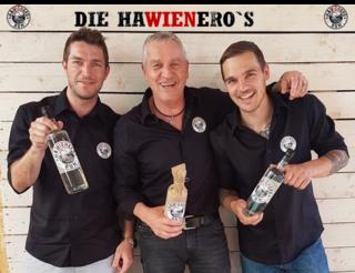 Werner Katzler (Mitte) ist mit seinen Söhnen Mario (l.) und Nino mit seinem Rum Hawienero auf Erfolgskurs.