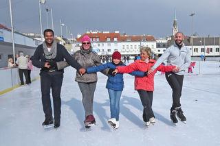 Gemeinsam mit den Trainerinnen Christa Gunsam, Nikola und Inge Strell-Herr wagen sich Chuma und Stefan an die Abschlusspose.