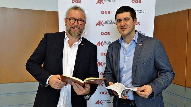 Der Neunkirchner Bezirksstellenleiter Gerhard Windbichler und der Breitenauer AK Niederösterreich-Kammerrat Stefan Schärf stellten die Jahresbilanz 2017 der Bezirksstelle Neunkirchen vor.