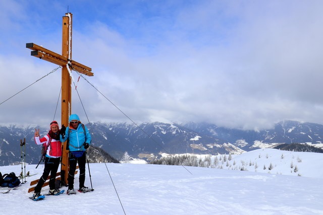 An Gipfelkreuz -----  Dorfberg 2115m