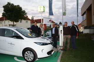 Vor dem Gemeindeamt in Lichtenberg steht für die Bürger, Firmen und Vereine ein Renault ZOE bereit