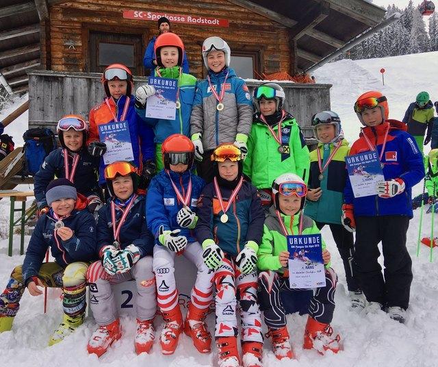 Die jungen Skisportler aus Radstadt konnten sich viele Medaillen sichern.