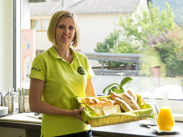 Hotelmanagerin Barbara Barth kümmert sich um das leibliche Wohl der Gäste