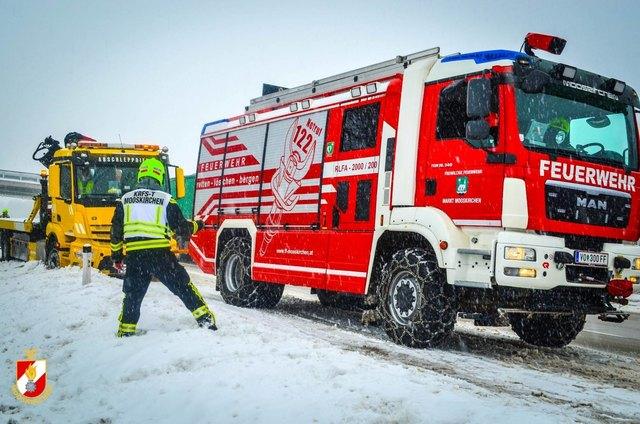 Die Feuerwehr Mooskirchen barg auf der A2 einen Pannenwagen.