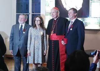 Kardinal Christoph Schönborn überreichte Hohenberger im Rahmen einer festlichen Zeremonie den Orden.
