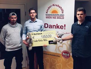 Obmann Raphael Wolfram, Obmann Stv. Lukas Bauer und Finanzreferent Dominik Schodl übergaben die Spende.