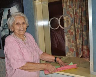 Hilda Diwald steht noch heute mit ihren 90 Lenzen an der Kinokasse