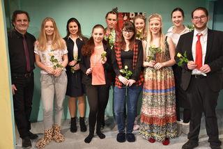 """Theatergruppe Maniacs in ihrer elften Saison mit der spritzigen und frechen Komödie """"Pleite, Pech und Panne"""""""
