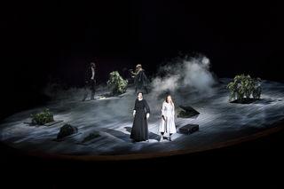 Wilfried Zelinka (Barbe-Bleue), Lisa Caligagan (Georgette), Iris Vermillion (Die Amme), Manuela Uhl (Ariane)