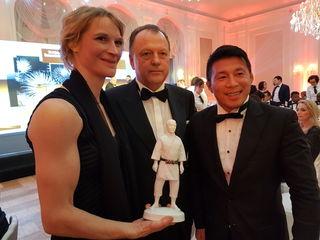 Sabrina Filzmoser, Judo-Weltpräsident Marius Vizer (IJF) und Japans Startrainer Tatsu Egusa.