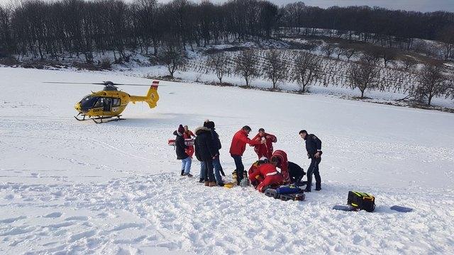 ÖRK: Team bei der Versorgung der Rodlerin