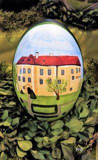 Das Wasserschloss Burgau, gemalt auf einem Emu Ei. Steiermark, Thermenland, Eintritt frei!