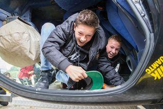 Der Überschlagsimulator zeigt den Insassen, welche Kräfte bei einem Autounfall frei werden.