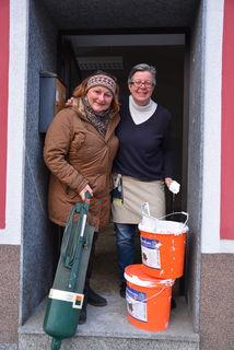 """Bald wird der """"Kost-Nix-Laden"""" in St. Michael eröffnet: Ilse Taurer mit Ilse Blachfellner-Mohri."""