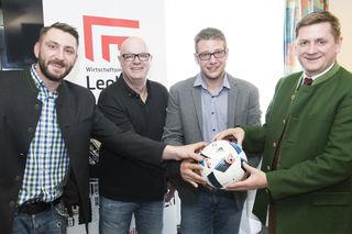 Wirtschaftsfrühstück beim SV Hinterberg: Sponsor Hannes Kaufmann (Central Dancing), Obmann Peter Jarosch, Obmann-Stv. Johann Duzic-Rossmann und Buergermeister Kurt Wallner (v.l.).