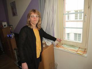 Claudia Reisel muss Handtücher und Wasserschalen aufstellen, um das Kondenswasser aufzufangen.