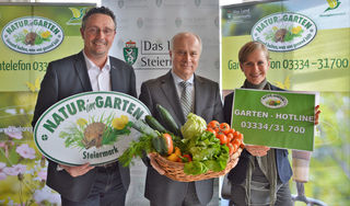 Natur im Garten: GF-Ökoregion Kaindorf Thomas Karner, LR Johann Seitinger, ORF-Biogartenexpertin Angelika Ertl-Marko (v. l.)