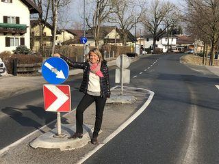 Baustadträtin Barbara Unterkofler bei der Bushaltestelle