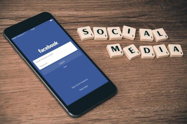 Die WOCHE hat getestet: Wie schnell reagieren Gemeinden auf eine Anfrage über Facebook?