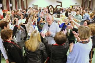 Die Damen der Turnerrunde brachten Geburtstagskind Charly Maitz ein Ständchen zum 50er.