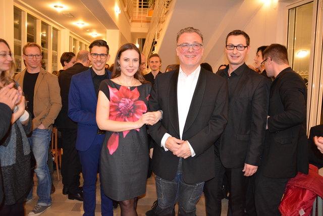vom Publikum bejubelt: Regisseur Stephan Witzlinger und die Hauptdarsteller Doris Wimmer, Martin Berger und Reinhard Hirtl