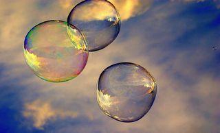 """Seifenblasen steigen leise, immer höher ohne Ziel, ziehen schweigend ihre Kreise, schillernd glänzt ihr Farbenspiel  ✨ """"Empfehle Vollbild"""""""