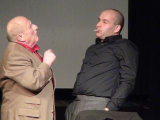 """Günther F. Obermayer als Professor Morrie Schwartz und Thomas Sima als Mitch Albom brillieren in der Österreich-Premiere von """"Dienstags bei Morrie"""" im Theater im Kino in Arnfels."""