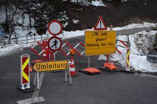 Symbolbild Sperre Ladiser Straße