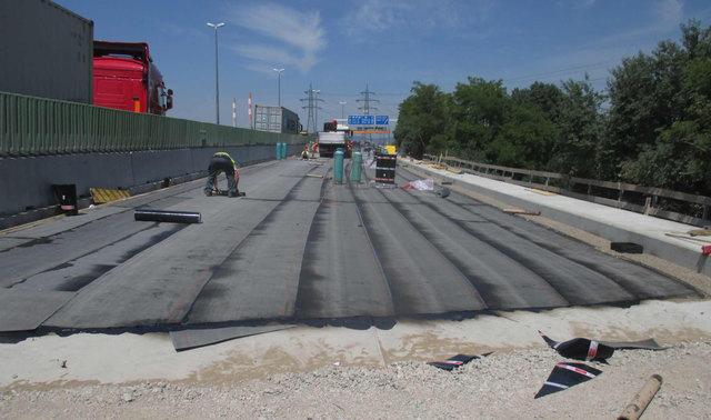 Bauarbeiten führen bis zum April zu Behinderungen auf der A4. Die Asphaltdecke wird erhöht.