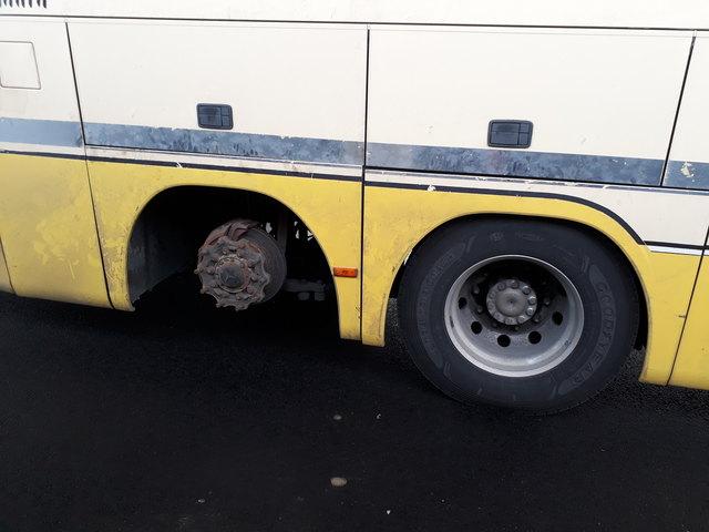 Die Weiterfahrt wurde untersagt, der Lenker angezeigt.