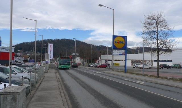 Stauzone Kärntner Straße: Durch den starken Verkehr kommt auch der 32er unpünktlich. Eigene Fahrstreifen sollen Abhilfe schaffen.