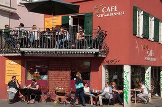 Café Schwalbennest: Kaffee und Kuchen am Franziskanerplatz 1 mit Sonnengarantie.