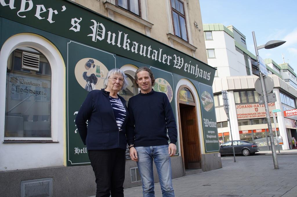 Sie lieben Simmering und seine Hauptstraße: Thekla Hochmayer und Hannes Hrovat vom Verein Einkaufspunkt 11.