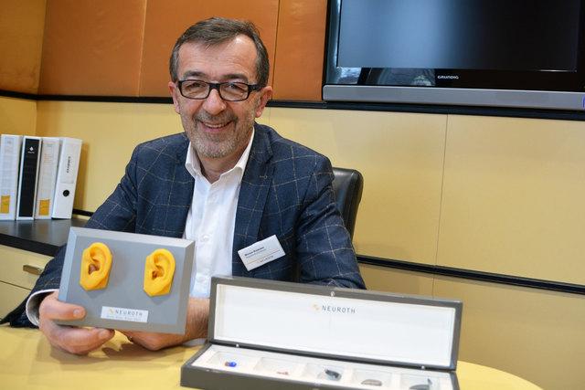 Werner Krammer hat mit über 50 seine Berufung als Hörgeräteakustiker gefunden.