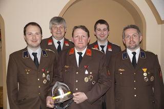Das neue Kommando (von links) mit Bürgermeister Herbert Froschauer (2. v. li.): Wolfgang Fröschl, Alfred Hoser, Gabriel Burian und Andreas Holzer