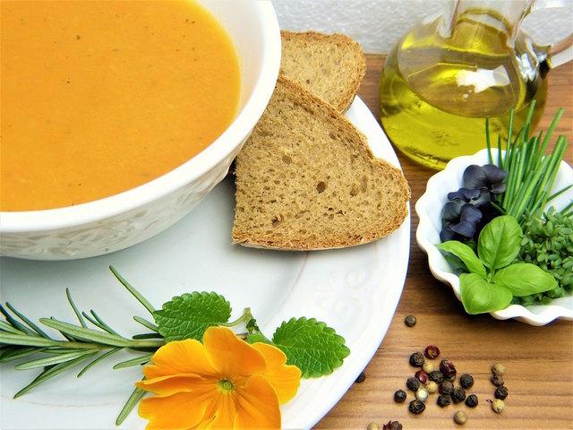 In der Fastenzeit erfreuen sich einfache, selbstgemachte Suppen großer Beliebtheit.