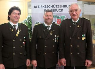 V.l.n.r.: Schützenmeister Manfred Schafferer, Oberschützenmeister Joachim Steinlechner, Schützenmeister Wolfgang Kröss
