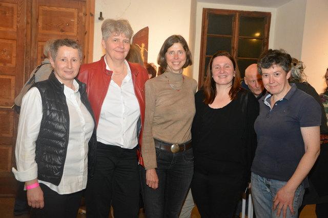Ziel war einfach Spaß zu haben: Frauen aus Hartberg und Umgebung, um Organisatoren Susanne Putz, (l.), Susanne Prechtl (2.v.l.) und Isabella Payer (3.v.l.) feierten in der Maierhofermühle das erste Frauenfest!