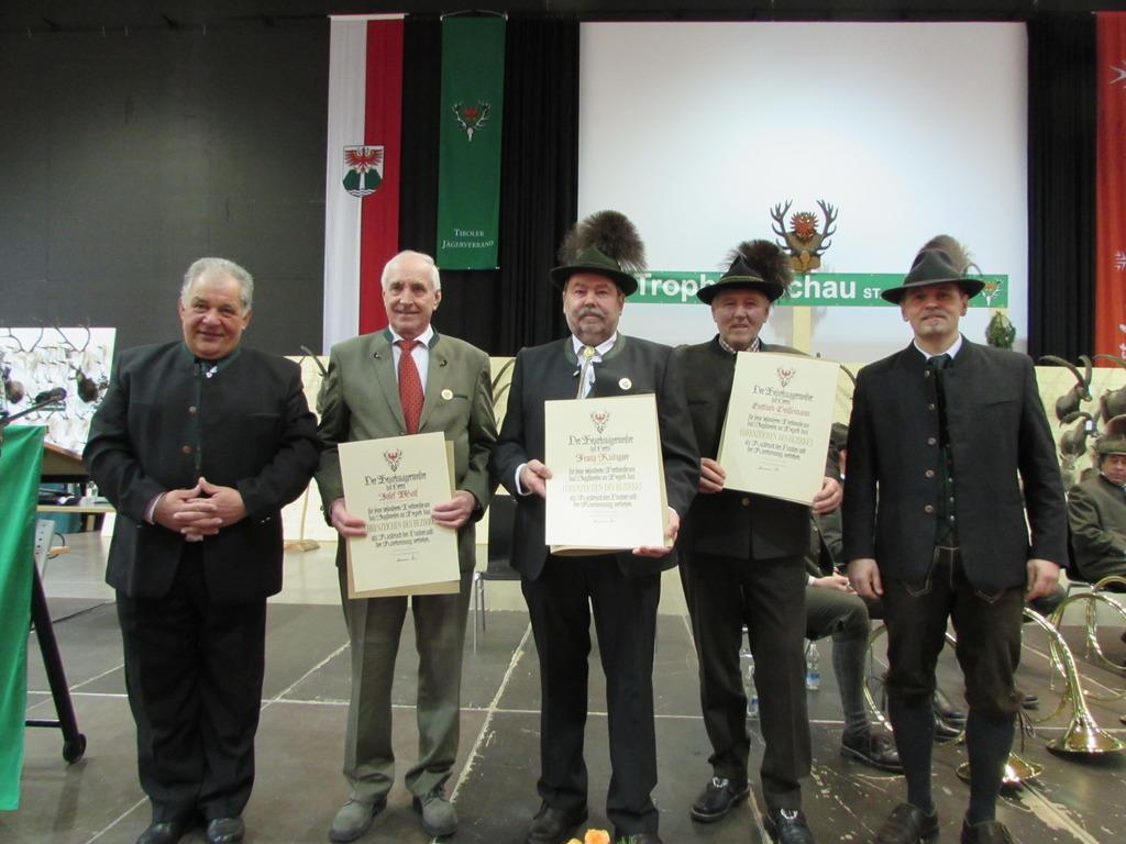 Die geehrten Jagdpächter mit BJM Hermann Siess und LJM-Stv. Artur Birlmair.