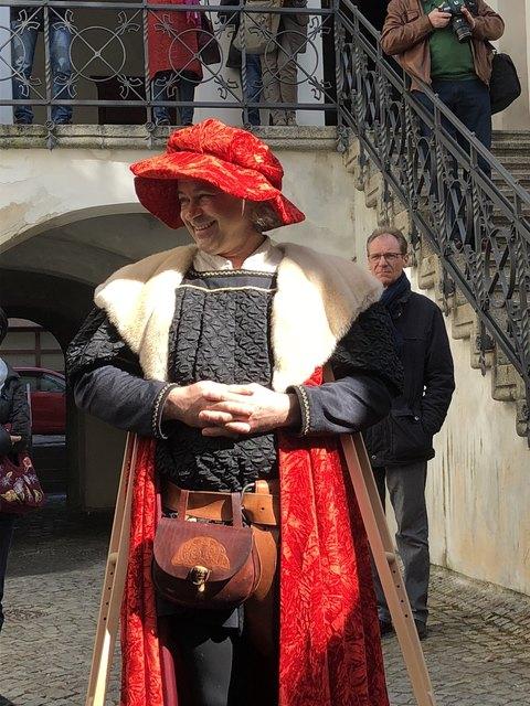 Sigmund der Münzreiche empfing die Besucher im Innenhof des Rathauses.