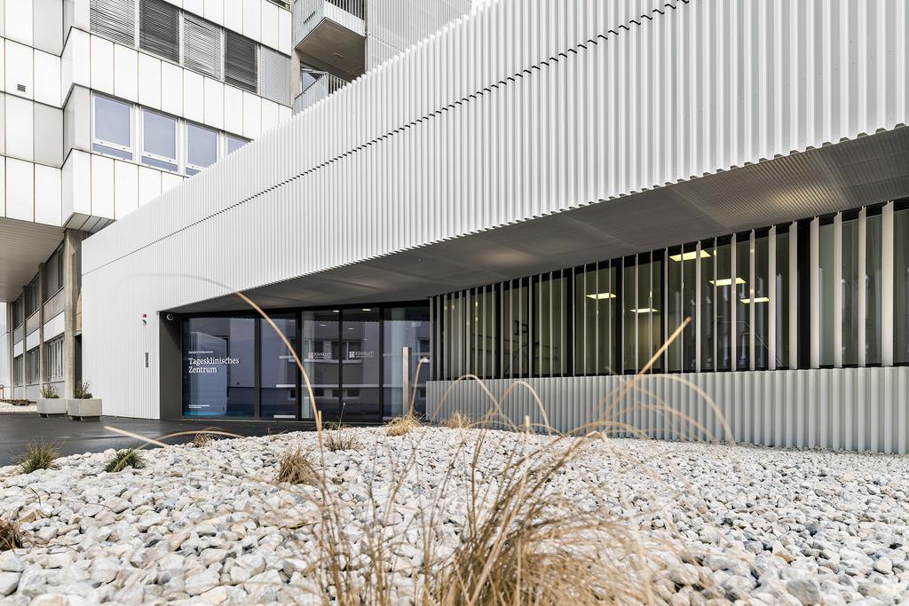 Auf 3.000 Quadratmetern stehen den Patienten im neuen TKZ vier Operationssäle und 20 Betreuungsplätze zur Verfügung.