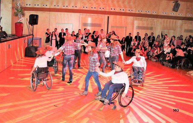 "BALL DER VIELFALT, Polonaise mit den ""Swinging Wheels"", Tanzschule Conny & Dado, Kammersäle, Graz, ball-der-vielfalt.at"