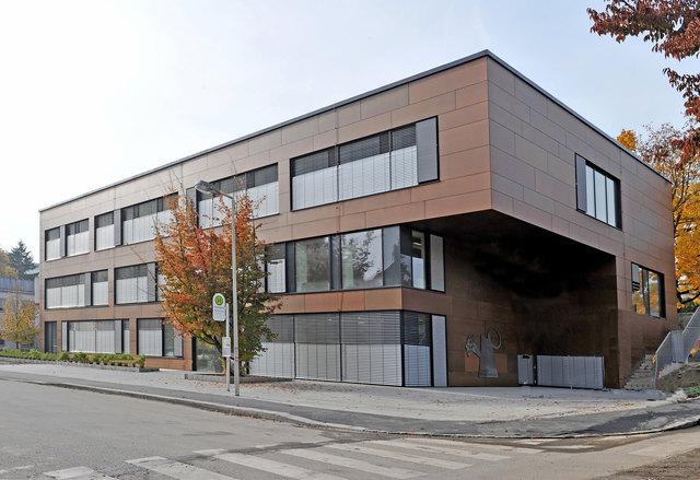 Die Schule wurde neu gestaltet und 2009 neu eröffnet. Sie bietet Platz für rund 100 Schüler.