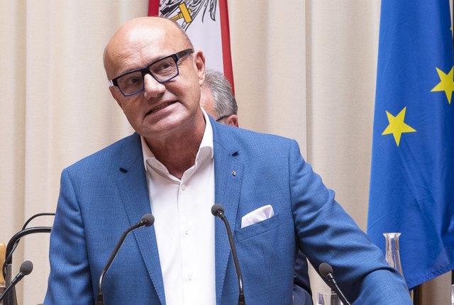Bundesratsmitglied Robert Seeber am Rednerpult