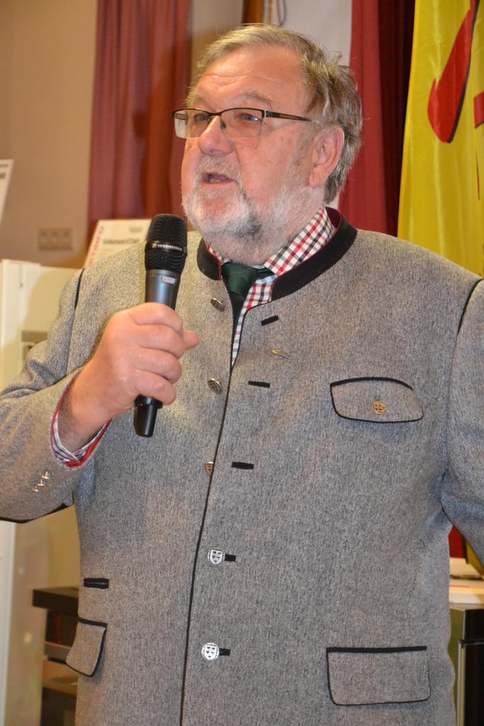 Bürgermeister Helmut Schuecker erklärte seinen Rücktritt.