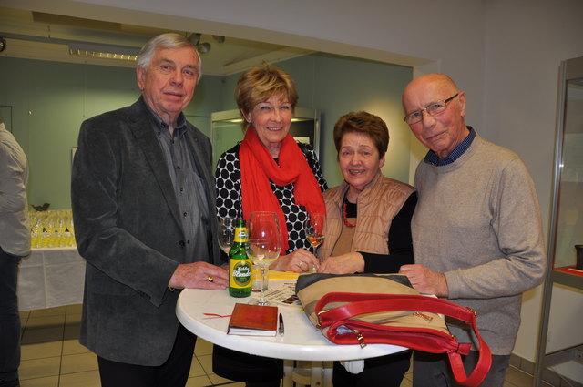 Monika und Karl Holub mit Christine und Gustav Böhm beim Kabarettduo Monica Weinzettl & Gerold Rudle.