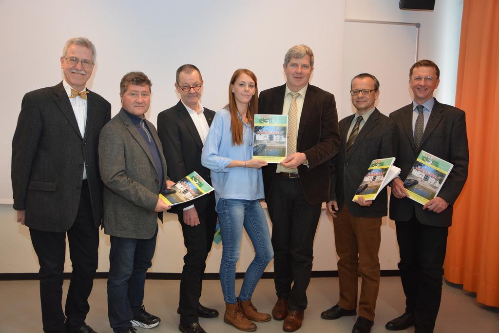 Präsentierten ihren Tätigkeitsbericht 2017: die Referatsleiter der Bezirkshauptmannschaft Hartberg-Fürstenfeld, um Bezirkshauptmann Max Wiesenhofer (3.v.r.)