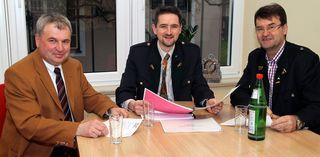 Der Gemeindevorstand mit Vizebgm. Richard Haas, Bürgermeister Martin Weber und Kassier Anton Koller (v.l.).