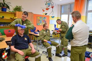 40 Trupps mit je drei Feuerwehrleuten legten die Sanitätsprüfungen in Gold, Silber und Bronze ab.